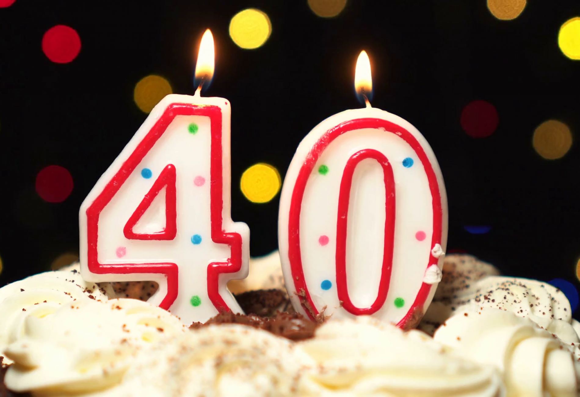 videoblocks-number-40-on-top-of-cake-forty-birthday-candle-burning-blow-out-at-the-end-color-blurred-background_snq3ghsrm_thumbnail-full01